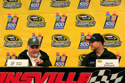 NASCAR Hall of Famer Jerry Cook, mit David Gilliland, Front Row Motorsports Ford