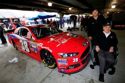NASCAR Hall of Fame Jerry Cook en David Gilliland, Front Row Motorsports Ford