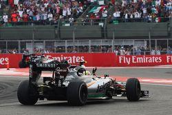 Sergio Perez, Sahara Force India F1 VJM08 salue le public à la fin de la course