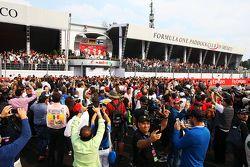 Podium: 2. Lewis Hamilton Mercedes AMG F1; Andrew Shovlin, Mercedes AMG F1, Ingenieur; 1. Nico Rosbe