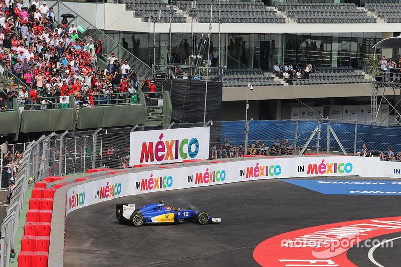 Felipe Nasr abandona por problemas mecânicos