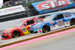 Jamie McMurray, Chip Ganassi Racing Chevrolet en Dale Earnhardt Jr., Hendrick Motorsports Chevrolet