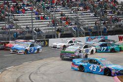 Aric Almirola, Richard Petty Motorsports Ford, Denny Hamlin, Joe Gibbs Racing Toyota