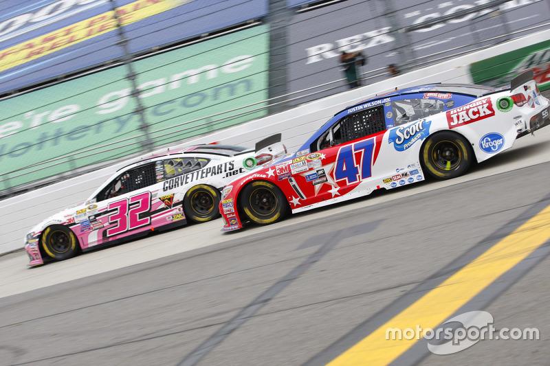 Kyle Fowler, Go FAS Racing Ford; A.J. Allmendinger, JTG Daugherty Racing Chevrolet
