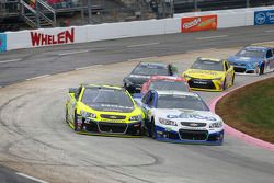 Casey Mears, Germain Racing Chevrolet and Paul Menard, Richard Childress Racing Chevrolet