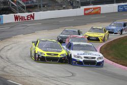 Casey Mears, Germain Racing Chevrolet et Paul Menard, Richard Childress Racing Chevrolet
