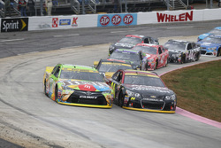 Kyle Busch, Joe Gibbs Racing Toyota et Jeff Gordon, Hendrick Motorsports Chevrolet