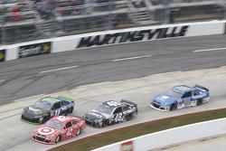 Kyle Larson, Chip Ganassi Racing Chevrolet, Jamie McMurray, Chip Ganassi Racing Chevrolet, Jimmie Johnson, Hendrick Motorsports Chevrolet et Dale Earnhardt Jr., Hendrick Motorsports Chevrolet