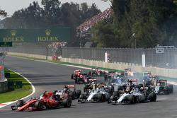 Sebastian Vettel, Ferrari SF15-T at the start