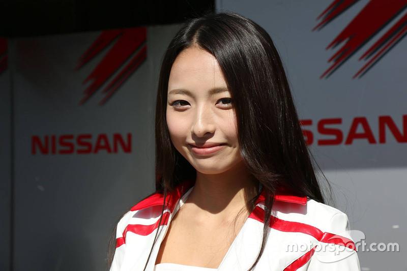 Hermosa chica de Nissan