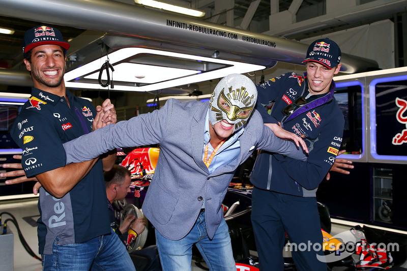 2015 год. В боксах Red Bull с Даниэлем Риккардо и реслером Мистико