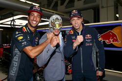 Daniel Ricciardo, Red Bull Racing and Daniil Kvyat, Red Bull Racing with Mexican wrestler Mistico