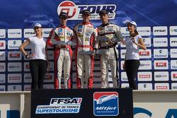 Le deuxième, Antoine Jung, Yvan Muller Racing, le vainqueur Yann Ehrlacher, Yvan Muller Racing, le troisième, Gaël Castelli