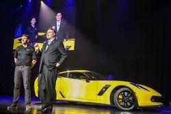 Tommy Milner e Jim Campbell, Vice Presidente delle Prestazioni Veicoli e Motorsport di General Motor