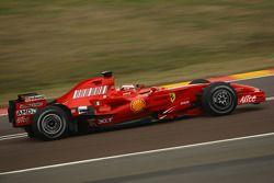 Kimi Raikkonen test ediyoryeni Ferrari F2008