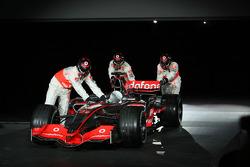 yeni McLaren Mercedes MP4-23 is presented