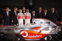 Lewis Hamilton, Heikki Kovalainen, Ron Dennis, Norbert Haug, Bernie Ecclestone y McLaren Mercedes lo