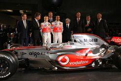 Lewis Hamilton, Heikki Kovalainen, Ron Dennis, Norbert Haug, Bernie Ecclestone y McLaren Mercedes y