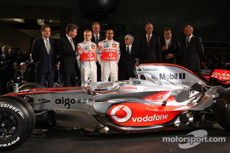 Lewis Hamilton, Heikki Kovalainen, Ron Dennis, Norbert Haug, Bernie Ecclestone ve McLaren Mercedes t