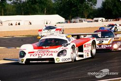 #38 Toyota Tom's Team Toyota 88 C: Kaoru Hoshino, Aguri Suzuki, Didier Artzet and #2 Silk Cut Jaguar