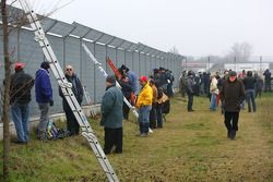 Spectators, circuit perimeter