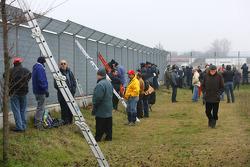 Spectators at the circuit perimeter