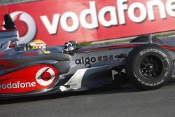 Льюис Хэмилтон тестирует новый McLaren Mercedes MP4-23