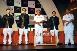 Витантонио Льюцци, Force India F1, Адриан Сутиль, Force India F1, Виджей Малья, владелец команды, Джанкарло Физикелла, Force India F1 и доктор Колин Коллес, руководитель Force India Team