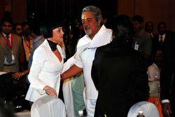 Vijay Mallya CEO Kingfisher ve konukları