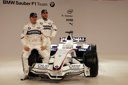 Robert Kubica ve Nick Heidfeld pose ve yeni BMW Sauber F3.08
