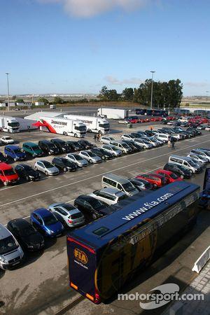 FIA tırı otomobil park