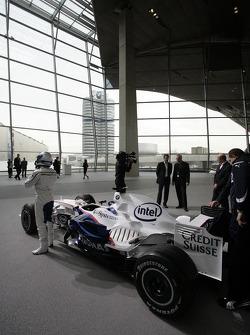 Nick Heidfeld, BMW Sauber F3.08 through BMW Welt first level