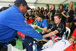 Jonny Reid, driver of A1 Team New Zealand, autograph session