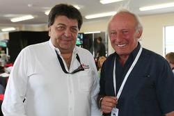 Tony Teixeira, Geschäftsführer A1GP, mit Chris Amon