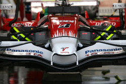 Toyota F1 Team TF108 ön kanat detay