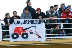 Фанаты с баннером для Льюиса Хэмилтона, McLaren Mercedes