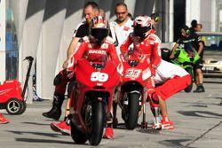Команда Ducati за работой