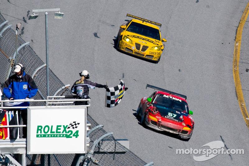 #87 Farnbacher Loles Porsche GT3 Cup: Timo Bernhard, Pierre Ehret, Dominik Farnbacher, Dirk Werner, #07 Banner Racing Pontiac GXP.R: Kelly Collins, Paul Edwards, Jan Magnussen, Andy Pilgrim