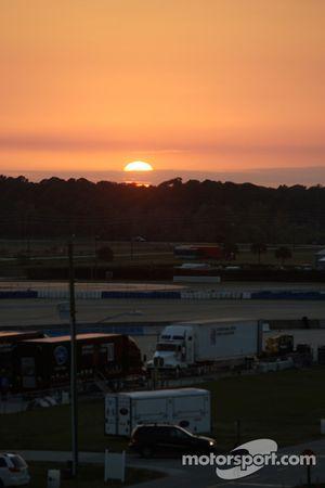 Sun sets on Sebring