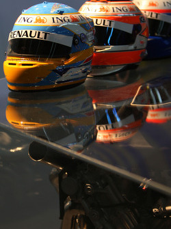 Helmets, Fernando Alonso, Renault F1 Team, Nelson A. Piquet, Renault F1 Team