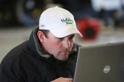 Bobby Labonte going over data from latest run
