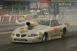 Bill Glidden heats up the tires