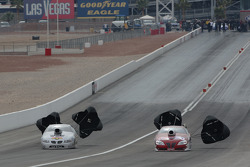 Bill Glidden (left)nearly drives around Greg Anderson (right) Bill drove to a 6.808@202.85 to Greg's 6.709@205.54