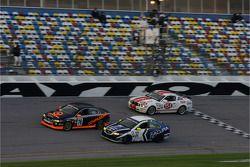 #76 Compass360 Racing Acura TSX: Karl Thomson, Travis Walker, #32 i-MOTO Racing Acura TSX: Peter Cun