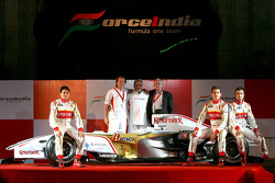 Giancarlo Fisichella, Michiel Mol, Vijay Mallya, Jan Mol, Adrian Sutil and Vitantonio Liuzzi
