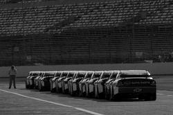 Les voitures alignées dans la pitlane