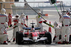 Jarno Trulli, Toyota Racing, TF108, during a pitstop