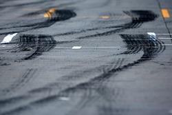 Tyre marks pitlane