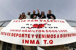 Баннер для Льюиса Хэмилтона, McLaren Mercedes и Фернандо Алонсо, Renault F1 Team