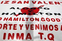 Баннер для Льюиса Хэмилтона, McLaren Mercedes и Фернандо Алонсо